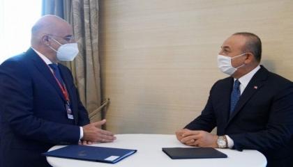 حرب باردة بين وزير الخارجية اليوناني ونظيره التركي على «تويتر»