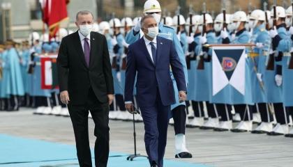 بعد «عزومة الراكي».. أردوغان يعد الكاظمي بدعم العراق بـ5 مليارات دولار