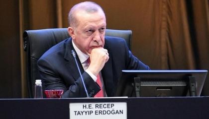 بلومبرج الأمريكية: الانتخابات القادمة ستُقصي أردوغان بسبب سياساته المتهورة