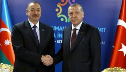الرئيس التركي يهاتف نظيره الأذري للتباحث حول تقوية العلاقات بين البلدين