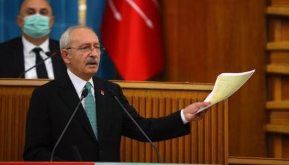 زعيم المعارضة التركية يهاجم أردوغان بشدة: جاهل ومنحرف يخاف منّا
