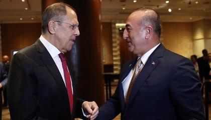 وزير الخارجية التركي يلتقي نظيره الروسي بالعاصمة القطرية
