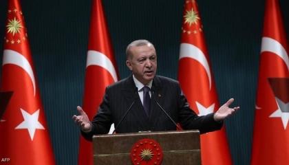 بسبب عدم التصفيق له بحماس.. أردوغان يوبخ أعضاء الحزب الحاكم في تركيا