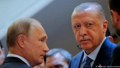 أردوغان يغازل بوتين.. وحكومة أنقرة تحمي خصوم «القيصر» في تركيا
