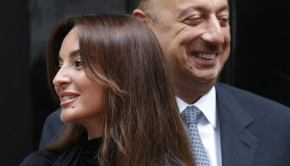 بسبب «شجرة الكريسماس».. أنصار أردوغان يكفرون سيدة أذربيجان الأولى
