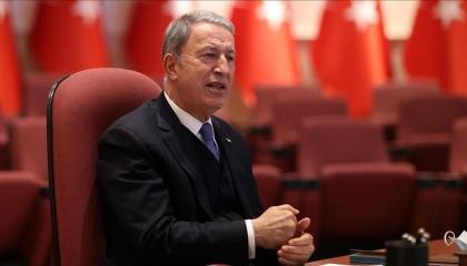 وزير الدفاع التركي يصل طرابلس في زيارة غير معلنة