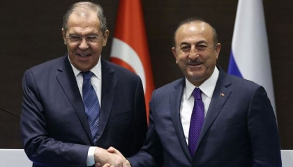 وزير الخارجية التركي يستقبل نظيره الروسي في أنطاليا