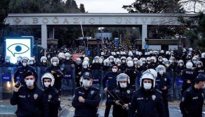تركيا تبدأ محاكمة 21 طالبًا لمشاركتهم في احتجاجات جامعة بوغازيتشي