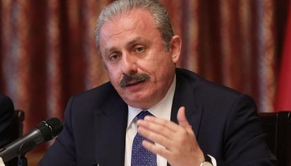 رئيس البرلمان التركي يتلقى لقاح فيروس كورونا في أنقرة