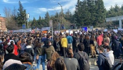 طالبة تركية ترد على اتهامات أردوغان:أصبحنا إرهابيين لأننا أردنا الديمقراطية