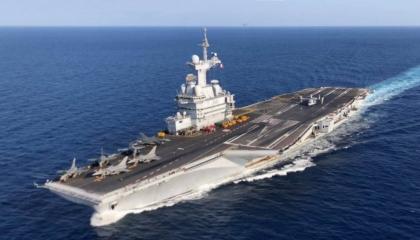 حاملة الطائرات الفرنسية «شارل ديجول» تعود إلى شرق المتوسط