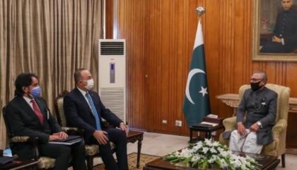 الرئيس الباكستاني يستقبل وزير الخارجية التركي في إسلام أباد