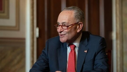 زعيم الديمقراطيين بمجلس الشيوخ يكشف حقيقة منع ترامب من الترشح مرة ثانية