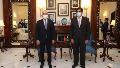 جاويش أوغلو يلتقي رئيس وزراء إقليم السند الباكستاني