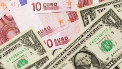 استقرار العملات الأجنبية أمام الليرة التركية والذهب يواصل تقلباته الجنونية