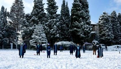 أساتذة جامعة البوسفور يحتجون على قرار أردوغان رغم العاصفة الثلجية