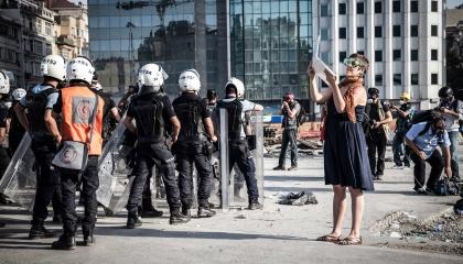 الاتحاد الأوروبي للصحفيين يدين الاعتداءات الجسدية على الزملاء في تركيا