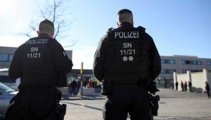 هربوا 140 مهاجرًا إلى ألمانيا.. برلين تعتقل عصابة الاتجار في البشر