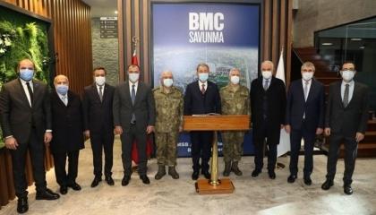 وزير الدفاع التركي يزور مصنع تانك باليت بعد بيع 51% من أسهمه لقطر