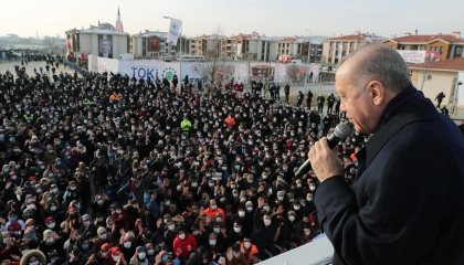صورة اليوم: أردوغان في برجه العاجي والشعب في مفرمة كورونا!