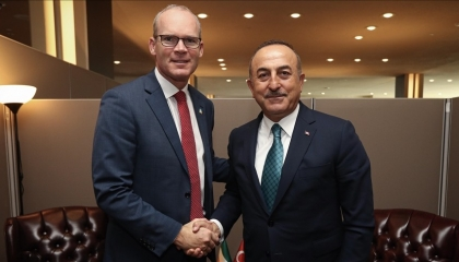 وزيرا الخارجية والدفاع الأيرلنديان في تركيا لمراقبة حركة المساعدات للسوريين