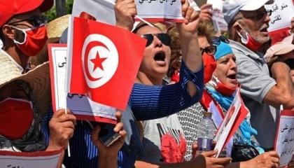 مظاهرات احتجاجية أمام البرلمان التونسي لسحب الثقة من الغنوشي
