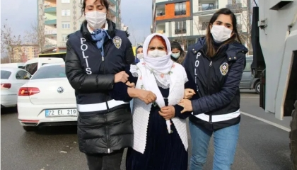 الشرطة التركية تعتقل والدي أحد المفقودين.. والأم تستغيث «نريد العدالة»