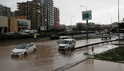محافظ إزمير التركية يعلن ارتفاع ضحايا سيول المدينة