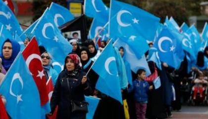 مسلمو الإيغور يتظاهرون أمام السفارة الصينية في أنقرة