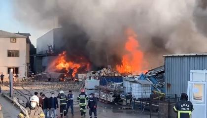 بالفيديو.. انفجار ضخم بمصنع في إسطنبول