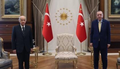 أردوغان يلتقي حليفه في اجتماع مغلق بالعاصمة التركية