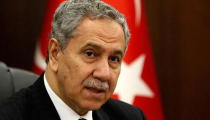 عضو سابق بالمجلس الاستشاري التركي يفتح النار على حكومة بلاده