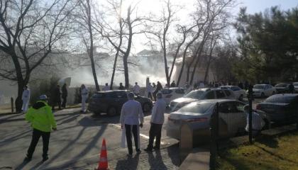 بالفيديو.. الذعر يسيطر على البرلمان التركي بعد اندلاع حريق هائل