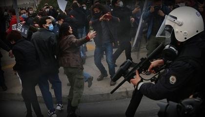 طلاب «البوسفور» ينتقدون ملاحقة الشرطة التركية لهم: لن نتراجع