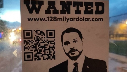 سخروا من اختفائه! اعتقال 3 أشخاص وزعوا ملصقات «مطلوب» على صور بيرات البيرق
