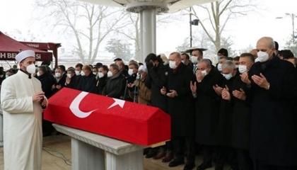 نسبوه لجماعة جولن.. كاتب تركي يهاجم «العدالة والتنمية» بعد وفاة توباش