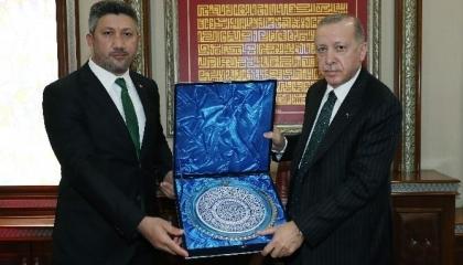 بعد زيارة أردوغان له.. رئيس بلدية تركية يخضع للحجر الصحي