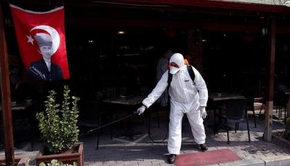 رغم ارتفاع إصابات كورونا.. خطة تركية لرفع الإغلاق عن المطاعم والمدارس