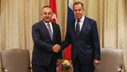 وزير الخارجية التركي يلتقي نظيره الروسي في الدوحة