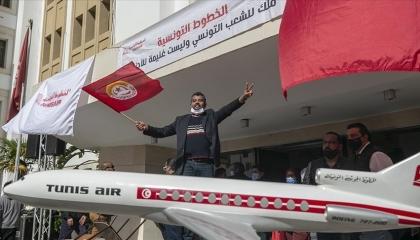 مطارات تونس مهددة بالشلل.. بعد قرار نقابات الخطوط الجوية بالإضراب المفتوح