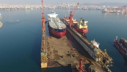 أكار يفتتح أكبر رصيف عائم على سواحل تركيا المطلة على إيجة والمتوسط