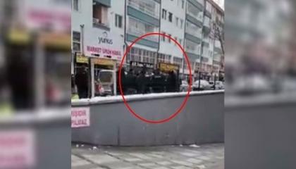 محافظ تشانكري يبدأ تحقيقًا في اعتداءات الشرطة التركية ضد الأطفال (فيديو)