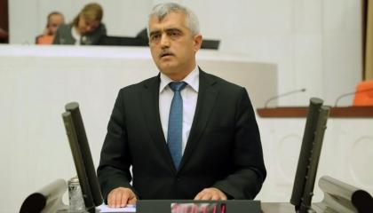 بعد محاولة طرده من البرلمان.. نائب يتوعد «طواغيت أردوغان» بمزيد من الفضائح