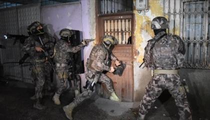 تركيا تعتقل 14 أجنبيًا بزعم انتمائهم لتنظيم «داعش» الإرهابي