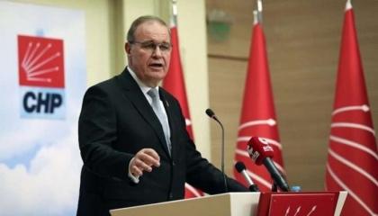 أوزتراك ساخرًا: المرايا الذهبية في القصر لا تظهر المسؤولين عن أزمات تركيا