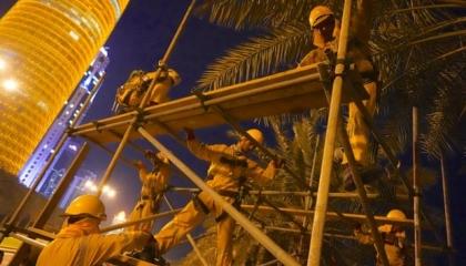 الدوحة مقبرة العمالة الآسيوية.. وفاة نحو 7 آلاف مهاجر بقطر في 10 سنوات فقط!