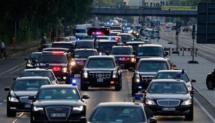 بالفيديو.. 30 سيارة في موكب أردوغان أثناء ذهابه لصلاة الجمعة