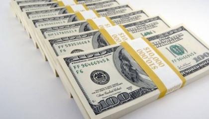 تراجع أسعار العملات الأجنبية والذهب في بداية العطلة الأسبوعية