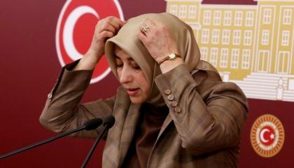 نائبات أردوغان يتهمن سجينات جولن بتعمد الحمل بـ«الغرف الوردية» لتشويه تركيا