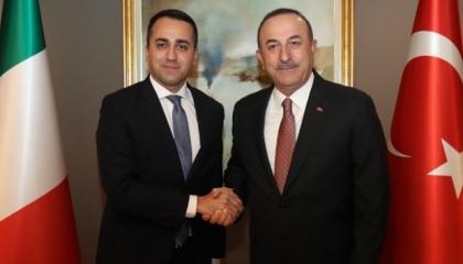 وزير خارجية تركيا يهاتف نظيره الإيطالي لبحث قضايا إقليمية ودولية